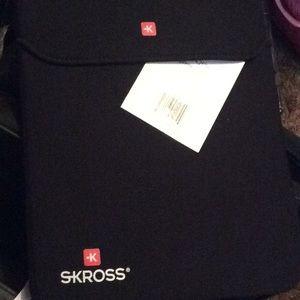 Skross laptop protector.